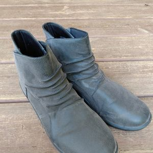 Clarks grey cloudsteppers  boots sz11